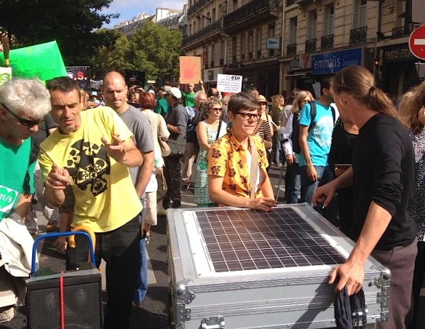Art digital et énergies renouvelables au coeur de la Marche pour le Climat : une collaboration Art of Change 21 & Avaaz